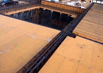 型枠 柱 スラブ コンクリート 平屋 コンクリート平屋 中庭 新築工事 屋根