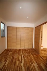 西原C棟 広島市 1階洋室 6帖 無垢フローリング材 壁紙 和紙
