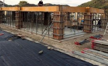 型枠 柱 スラブ コンクリート 平屋 コンクリート平屋 中庭 新築工事